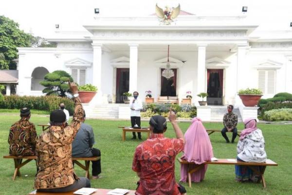 Presiden Jokowi Berikan Bantuan Modal Untuk Pedagang Kecil dan Mikro