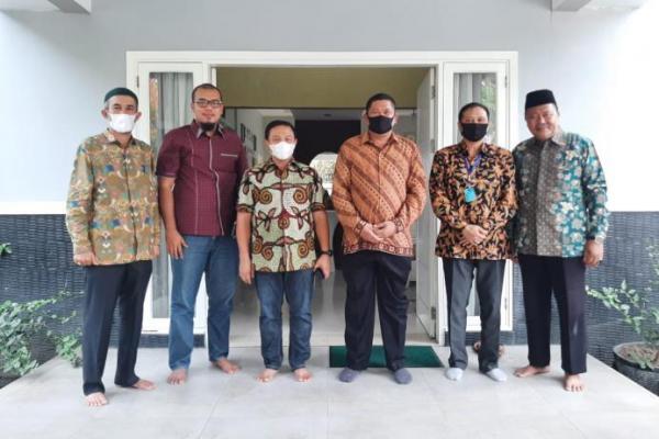 Rajut Silaturahmi, Wakapolda Riau Kunjungi Kediaman Anggota DPR Abdul Wahid