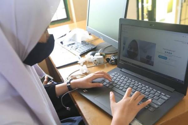 Survei: Konsep Pembelajaran Online Terhambat Akibat Tidak Meratanya Akses Internet