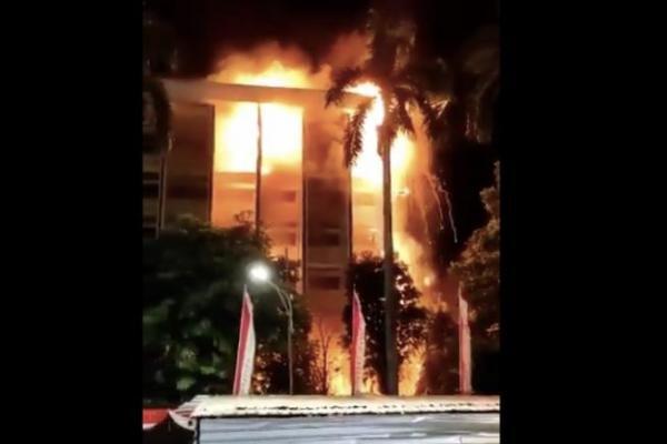 Kebakaran Terjadi di Lantai 3 Hingga 6 Kejagung RI
