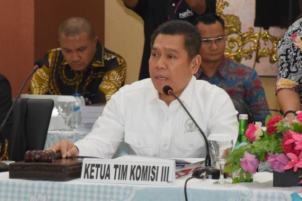 Komisi III DPR Terima DIM RUU Mahkamah Konstitusi dari Pemerintah