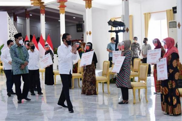 Presiden Jokowi Serahkan Banpres Produktif Usaha Mikro di Yogyakarta
