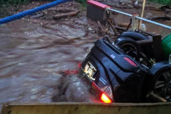 Banjir Bandang Terjang Cicurug Sukabumi, Belasan Rumah Hanyut