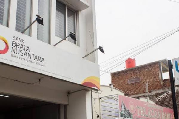 OJK Bekukan Izin Usaha PT BPR Brata Nusantara di Bandung