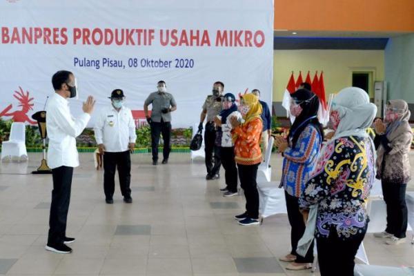 Salurkan Banpres Produktif untuk UMKM, Jokowi Imbau Pengusaha Jangan Menyerah