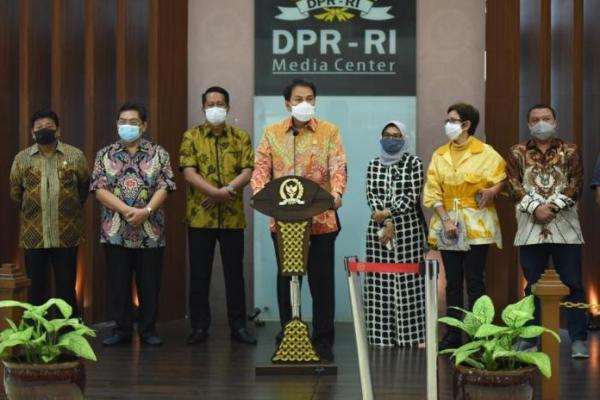Pimpinan DPR RI: Naskah Resmi UU Cipta Kerja 812 Halaman