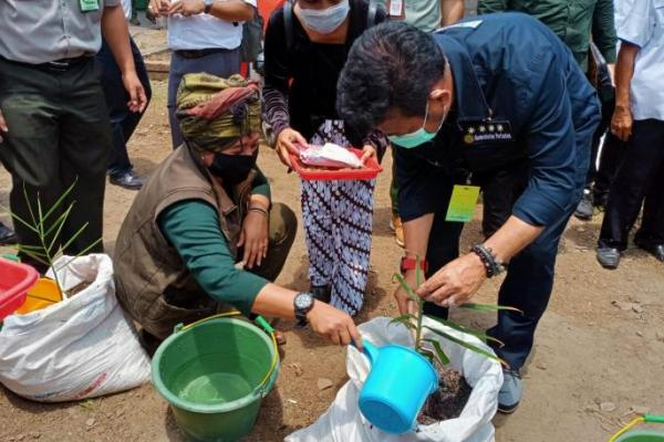 Legislator PKB Luluk Nur Hamidah Dampingi Mentan Kunjungi Warga Karanganyar