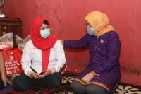 Menaker Ida Kunjungi Rumah 3 Penerima Bantuan Subsidi Upah