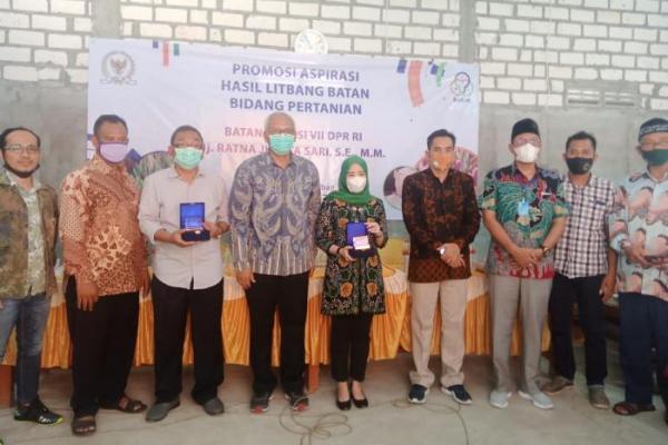 Ratna Juwita Berikan Bantuan Produk Diseminasi Unggulan di Tuban