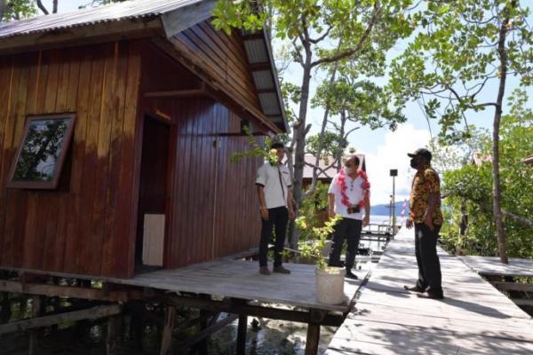 Wamendes PDTT Resmikan Home Stay di Raja Ampat