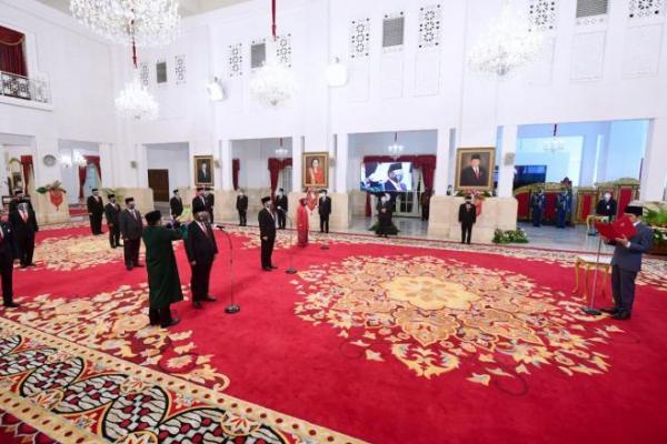 Resmi! Presiden Jokowi Lantik Enam Menteri dan Lima Wamen
