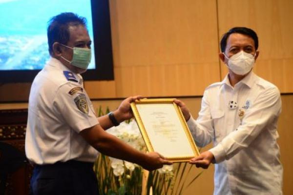 Resmi! Kemenhub Serahkan Sertifikat Tipe Pesawat N219 ke PT Dirgantara Indonesia