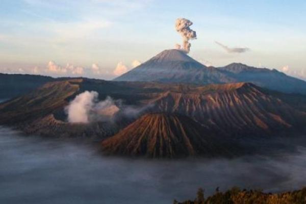 Pendakian Gunung Semeru Ditutup Total Hingga Akhir Maret 2021