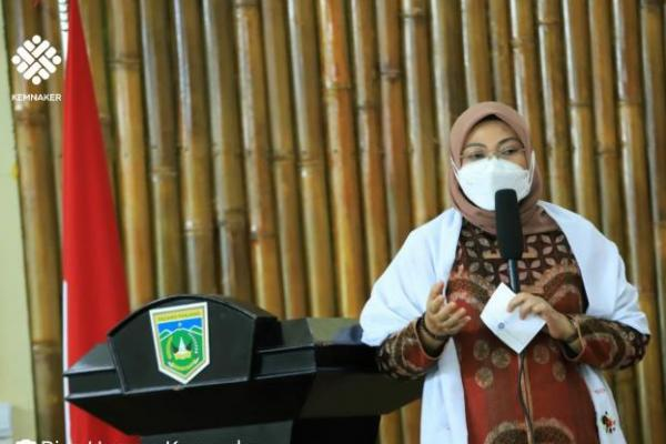 Menaker Ida Tinjau BLK Komunitas Thawalib Gunung Padang