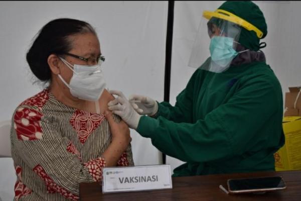 Puskesmas Kramat Jati Gelar Vaksinasi Covid-19 pada Nakes Usia Di Atas 60 Tahun