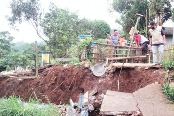 Warga Sukabumi Dilanda Pergerakan Tanah, 343 Jiwa Mengungsi