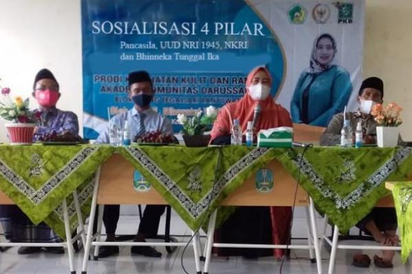 Sosialisasi 4 Pilar, Nihayatul Wafiroh Ajak Santri Tetap Produktif