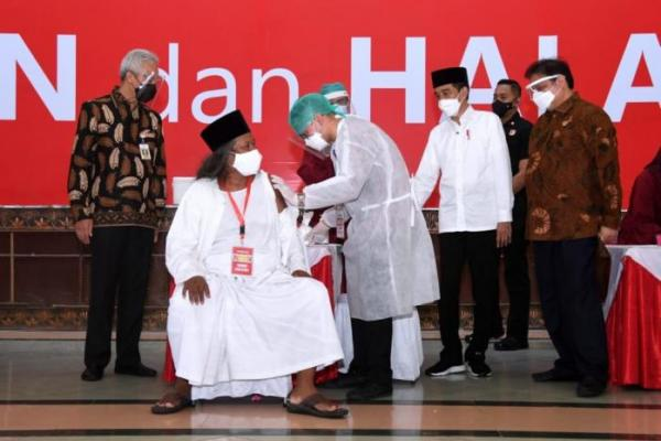 Presiden Jokowi Tinjau Vaksinasi Covid-19 bagi Tokoh Lintas Agama di Jateng