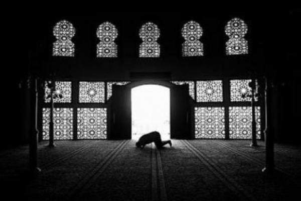 Tidak Semua Ibadah Baik Dilakukan di Masjid