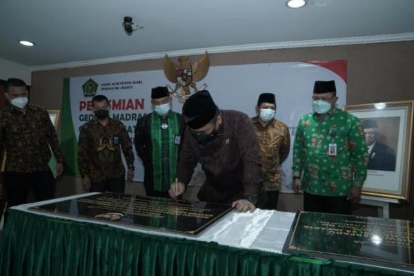 Gus Yaqut Resmikan Gedung Madrasah dan Pusat Layanan Haji Kemenag DKI Jakarta