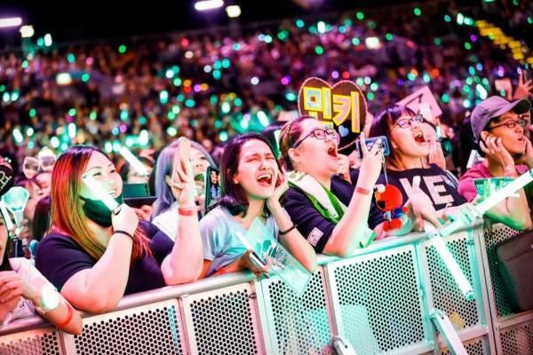 Fantastis! K-Popers Bisa Habiskan 20 Jutaan untuk Idola Mereka