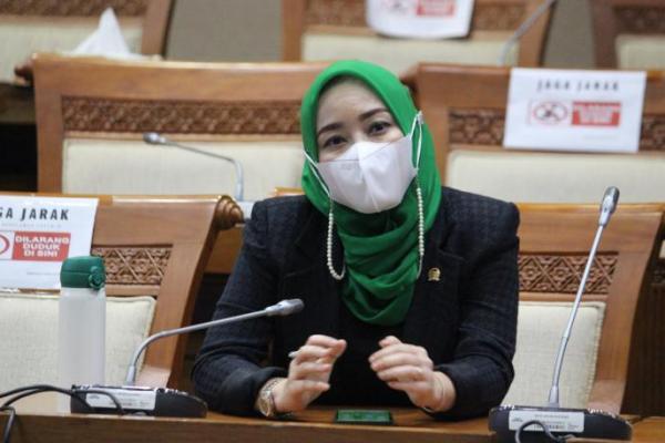 Ratna Juwita Apresiasi Kementerian ESDM Perbanyak PLTS di Pesantren