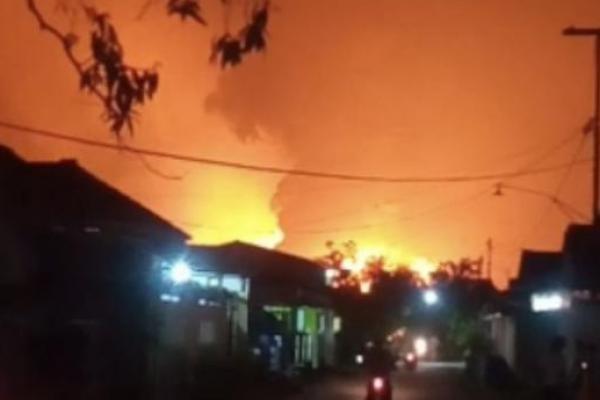 Kilang Minyak Pertamina Kebakaran, 912 Warga Indramayu Diungsikan