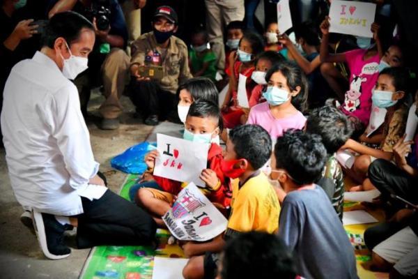 Kunjungi Korban Banjir di NTT, Ini Janji Presiden Jokowi