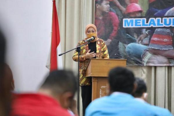 Menteri Ida Fauziyah Minta Industri Konstruksi Tingkatkan Keselamatan Kerja