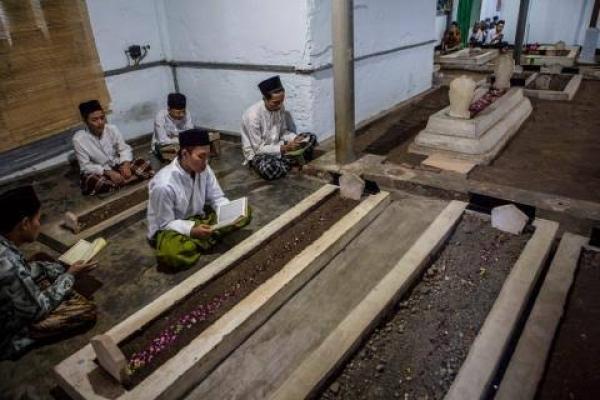 Tradisi Menjelang Ramadan, Ziarah Kubur