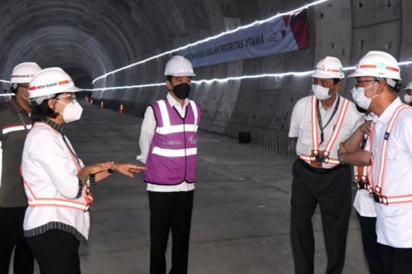 Tinjau Pengerjaan Kereta Cepat Jakarta-Bandung, Jokowi Harap Akhir 2022 Diuji Coba
