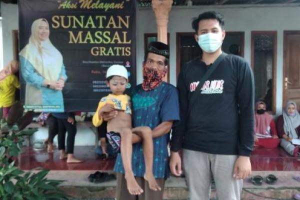 Nduk Nik Militans Sunat Gratis 30 Yatim dan Duafa di Bondowoso