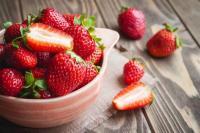 Stroberi, Buah Kecut Yang Kaya Manfaat Untuk Kulit