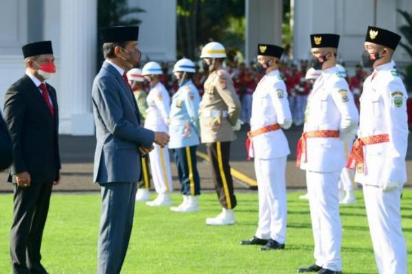 Presiden Jokowi Kukuhkan Anggota Paskibraka 2021