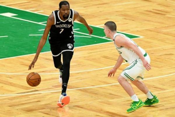 Wasit Pertandingan NBA Diwajibkan Vaksin Covid-19