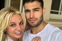 Pamer Cincin, Britney Spears Resmi Bertunangan dengan Sam Asghari