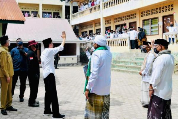 Vaksinasi di Pesantren, Jokowi Ingin Santri Sehat dan Terproteksi dari Covid